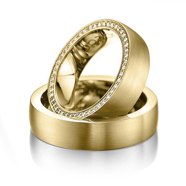Alliances en or jaune avec incrustation de diamants