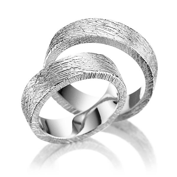 Bague de mariage en or blanc et finition griffees