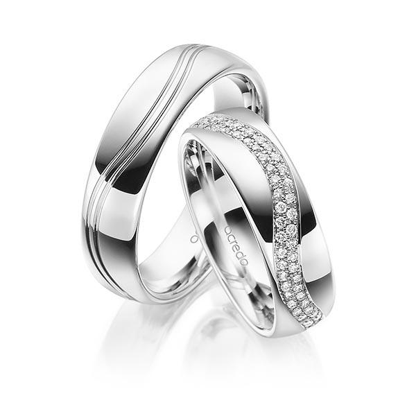 Alliances en or blanc et pavage de diamants