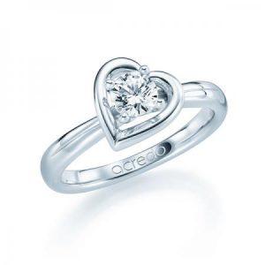 Bague de fiancailles en or blanc avec diamant brillant et forme de coeur autour