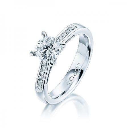 Bague de fiançailles en platine avec setissage de diamants et solitaire diamant brillant