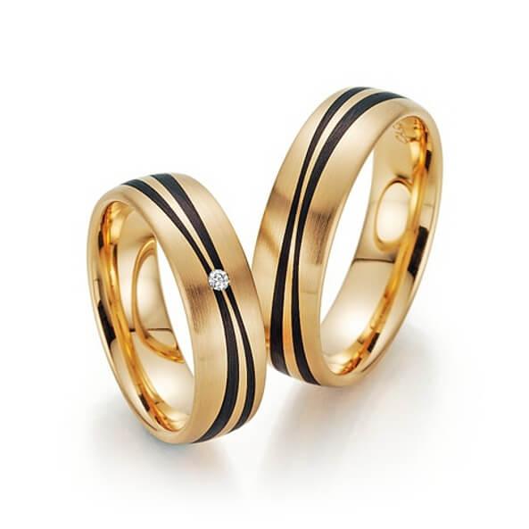 Bague de mariage en or avec rainures en carbone