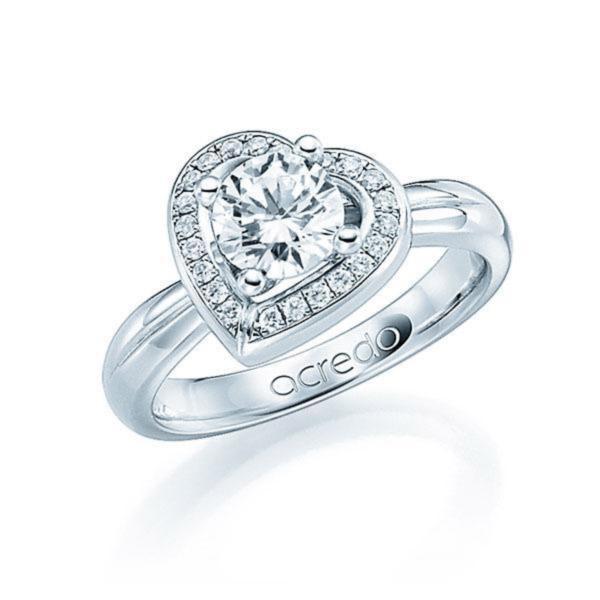 Bague en forme de coeur avec solitaire et pavage de diamants.jpg