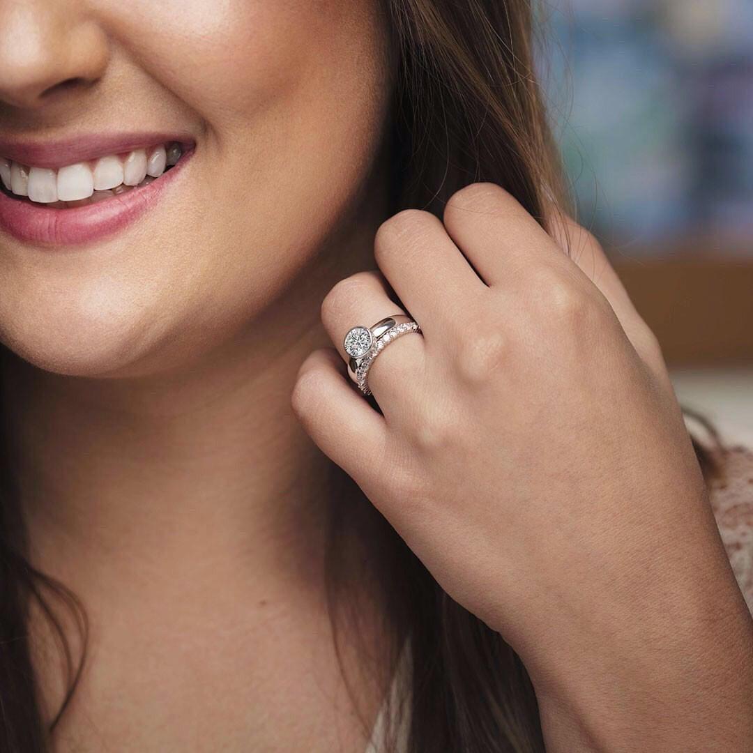 lorsque vous voulez un bijou de couleur blanche : devez-vous plutôt choisir le platine ou l'or blanc ?